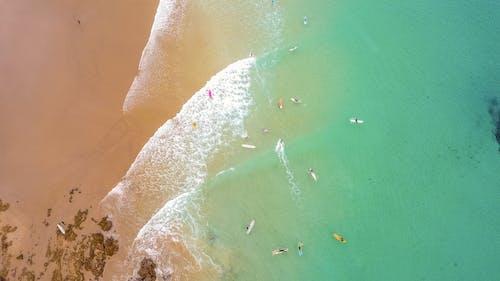 Darmowe zdjęcie z galerii z dron, dzień, fale, film z drona