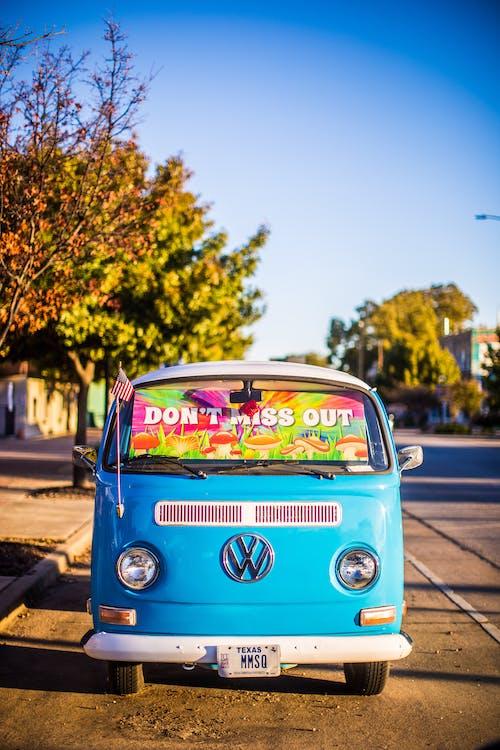 Foto d'estoc gratuïta de a l'aire lliure, aparcat, carrer, clàssic