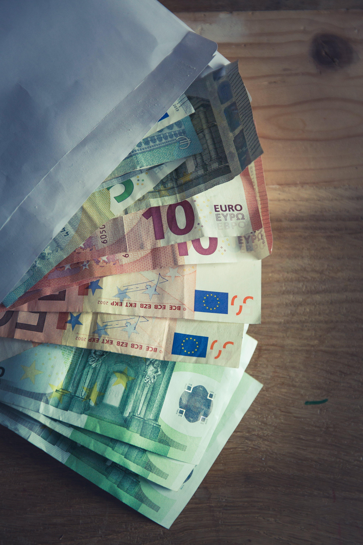 bank notes, bills, cash