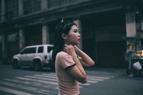 人, 側面圖, 城市, 女人 的 免费素材照片