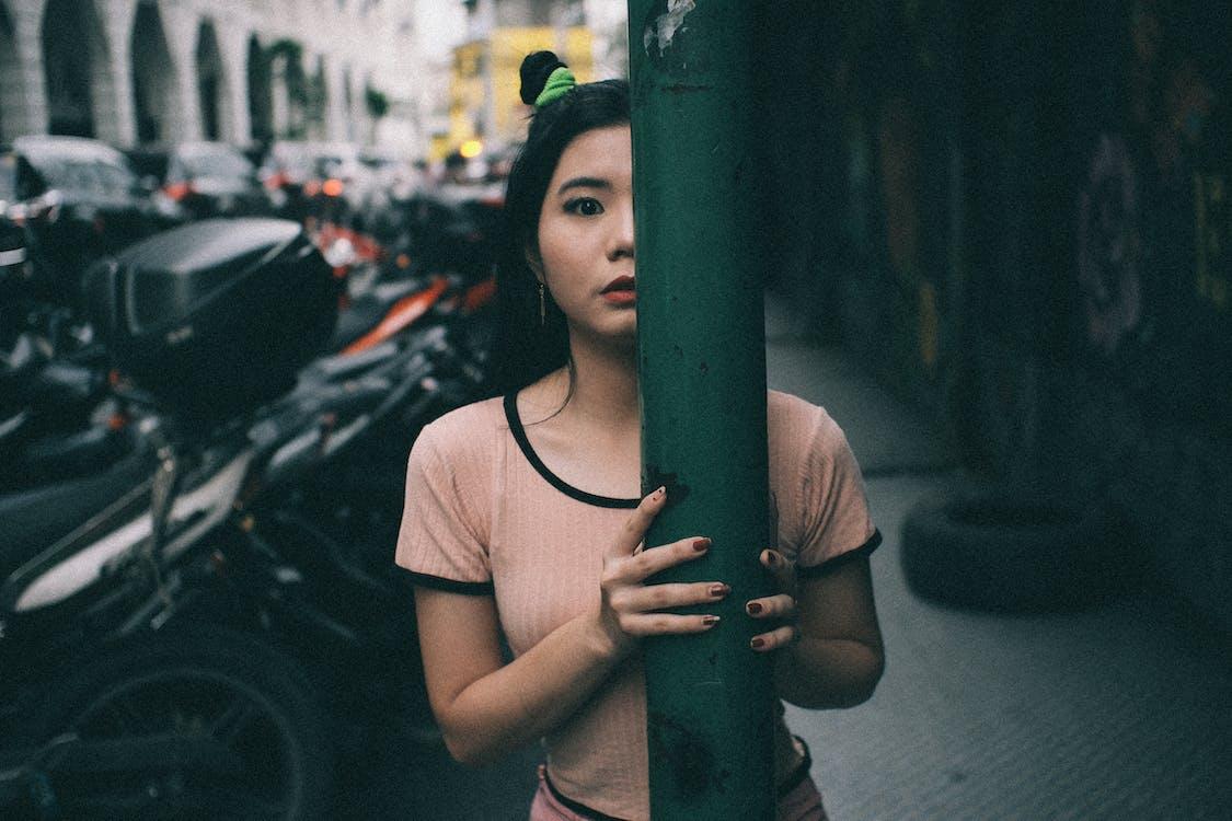 asiatisk kvinna, flicka, fordon