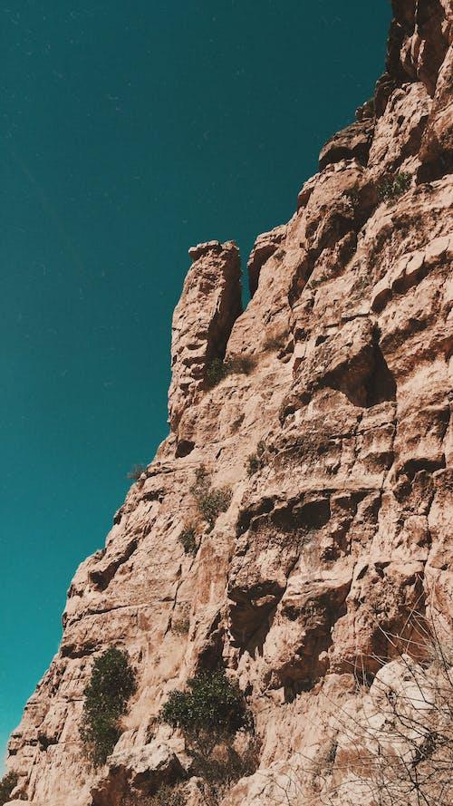 Darmowe zdjęcie z galerii z brązowe tło, góra, niebieski, piękne niebo