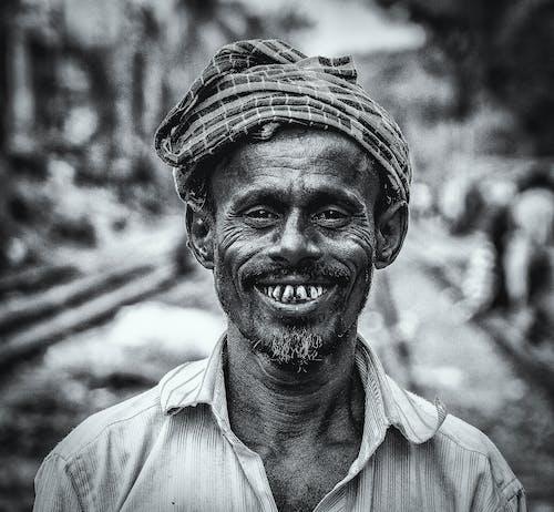 Fotos de stock gratuitas de la paz comienza con una sonrisa