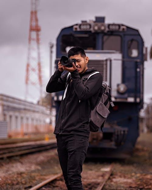 Foto profissional grátis de câmera, equipamento fotográfico, estação de trem, estação ferroviária