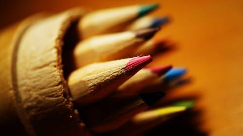 Kostnadsfri bild av färg, färgade pennor, färgrik, makro