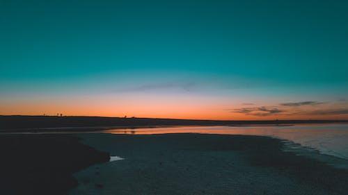 Foto d'estoc gratuïta de capvespre, color taronja, platja, posta de sol a la platja