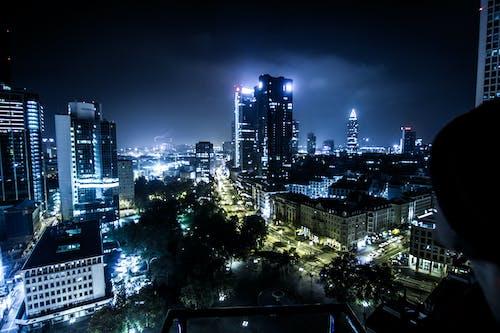 Immagine gratuita di centro città, gru, luci della notte, notte