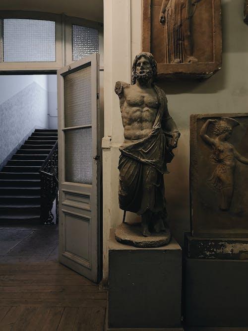 Darmowe zdjęcie z galerii z architektura, drzwi, grafika, muzeum