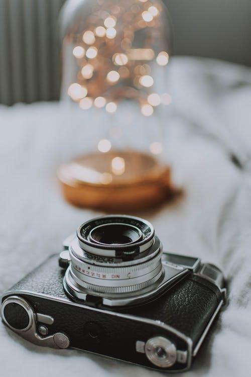 Photos gratuites de à l'intérieur, analogique, appareil photo, chambre