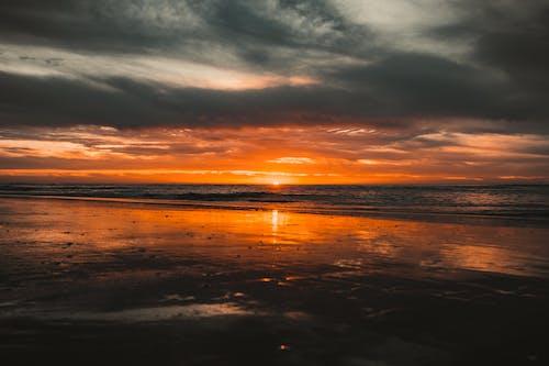 Darmowe zdjęcie z galerii z ciemne chmury, fale na plaży, krajobraz, malowniczy