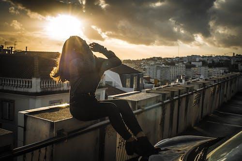 Foto profissional grátis de automóvel, estacionamento, modelo, rooftop