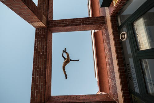 Foto profissional grátis de degrau, muro, parkour, pulo