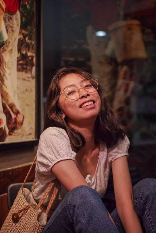 Безкоштовне стокове фото на тему «вираз обличчя, жінка, задихання, окуляри»