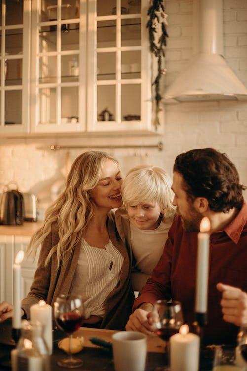 Fotos de stock gratuitas de adentro, amor, cena