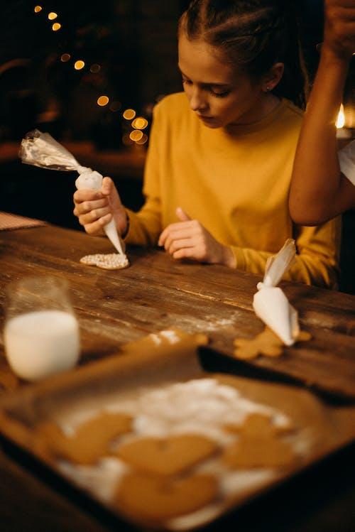 Immagine gratuita di abilità, biscotti di natale, biscotto, concentrazione