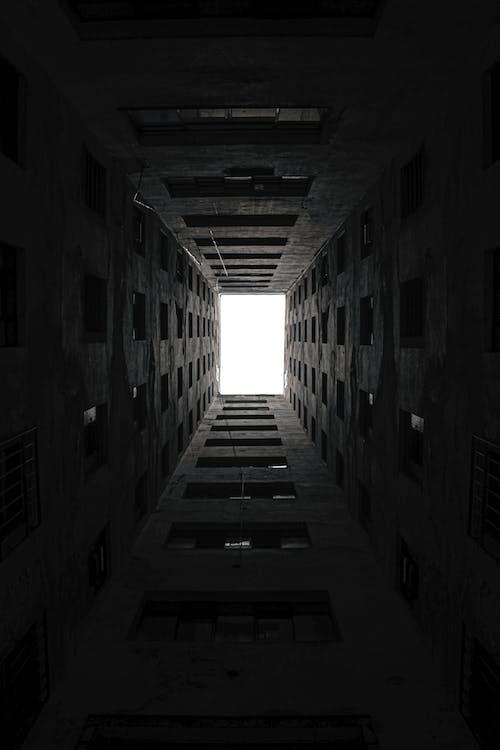 Základová fotografie zdarma na téma 4k tapeta, budova, černá tapeta, černé pozadí