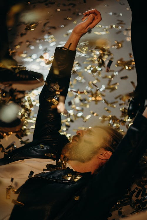 Kostenloses Stock Foto zu feier, kerl, konfetti, mann