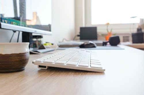 Kostnadsfri bild av arbetsplats, bakgrund, bildskärm, bord