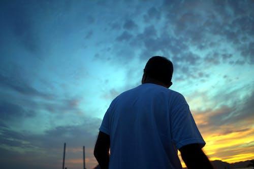 ドラマチックな空, 人, 日没, 映画のようなの無料の写真素材