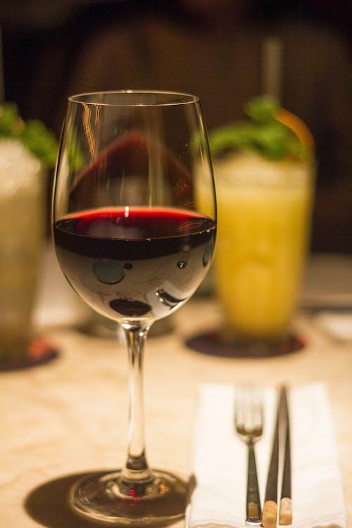 Gratis lagerfoto af kop, mad, part, rødvin