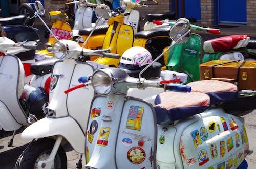 Darmowe zdjęcie z galerii z lambretta, parking, skuter, skutery