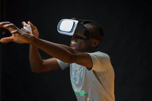 Základová fotografie zdarma na téma afroamerický, brýle na virtuální realitu, budoucnost