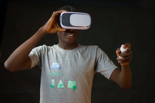 Immagine gratuita di auricolare per realtà virtuale, auricolare realtà virtuale, dispositivo, espressione facciale