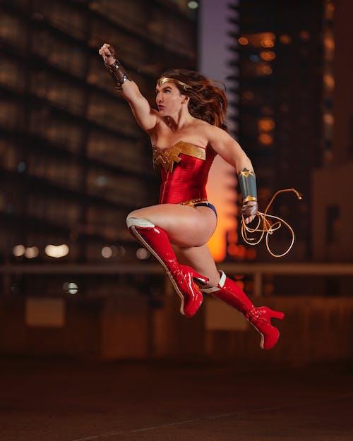 Immagine gratuita di costume, donna, donna meraviglia