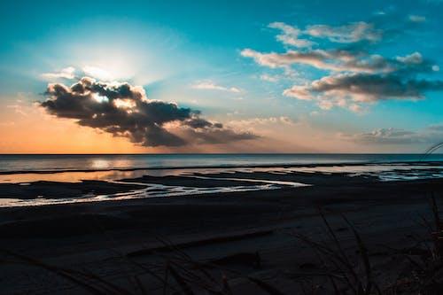 Ingyenes stockfotó Napkelte, óceán, strand, tengerparti napkelte témában