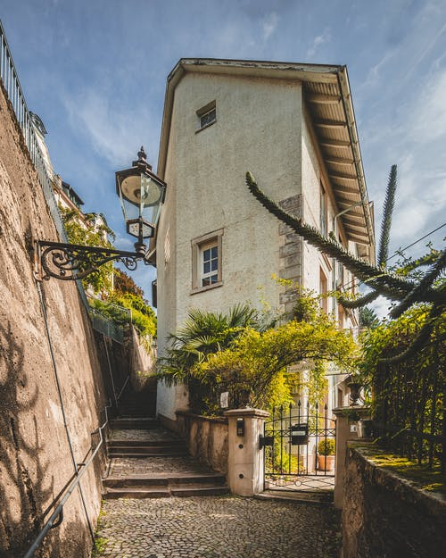 Gratis lagerfoto af arkitektur, brostensgade, bygning, gade