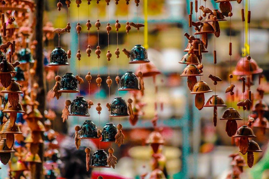 Ornamen Tergantung untuk Dijual di Pasar