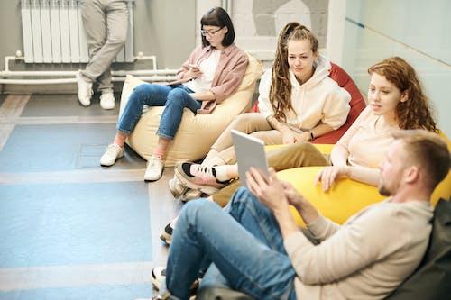 Kostnadsfri bild av diskussion, diskutera, diskuterar, elegant
