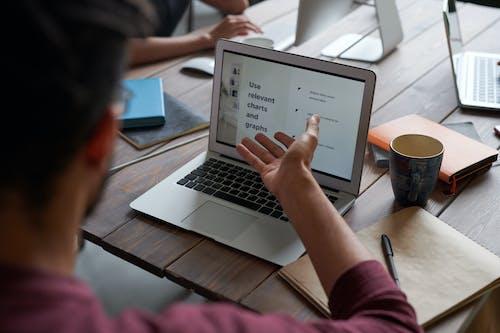 コーヒーマグカップ, コンピュータ, コンピューター, チームの無料の写真素材