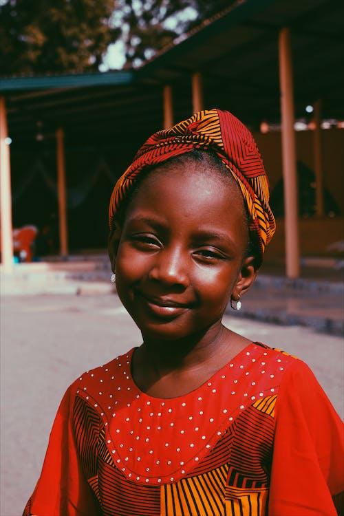 คลังภาพถ่ายฟรี ของ การมอง, มีความสุข, ยิ้ม, รอยยิ้ม