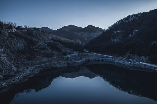 Foto profissional grátis de azul, céu, montanha, reflexão
