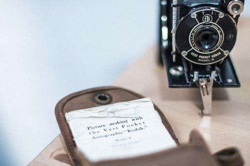 Photos gratuites de à l'intérieur, antiquité, appareil photo, appareil photo analogique
