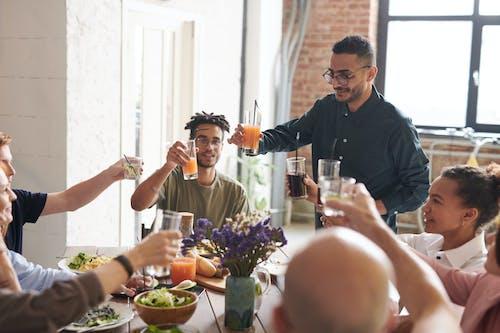 乾杯, 享受, 午餐, 友誼 的 免费素材照片