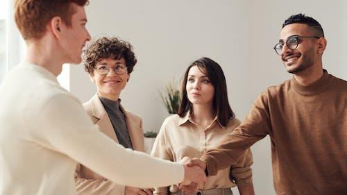 คลังภาพถ่ายฟรี ของ การจับมือ, การติดต่อ, การทำงานเป็นทีม, การประชุม