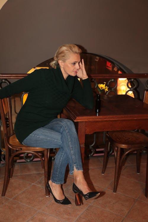 Kostenloses Stock Foto zu absätze, blond, blondes haar, blume