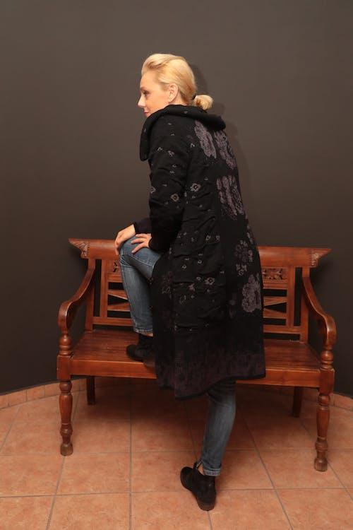 Kostenloses Stock Foto zu blaue jeans, blond, blonde jeans, blondes haar