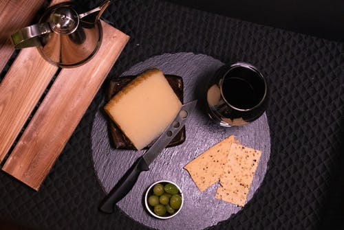 Gratis lagerfoto af mad, oliven, ost, smart