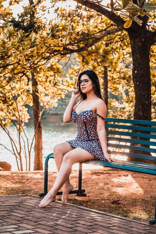 Immagine gratuita di abbigliamento casual, abito, alberi, all'aperto