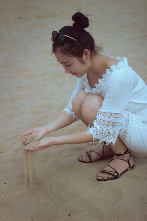 Immagine gratuita di ragazza asiatica, spiaggia