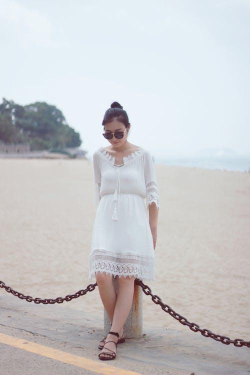 Immagine gratuita di ragazza asiatica, spiaggia, sunglasess
