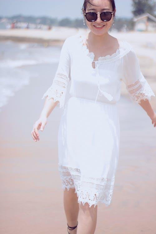 Immagine gratuita di ragazza asiatica, sorridere, spiaggia