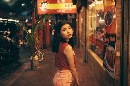 Gratis arkivbilde med asiatisk kvinne, bruke, gate, kvinne