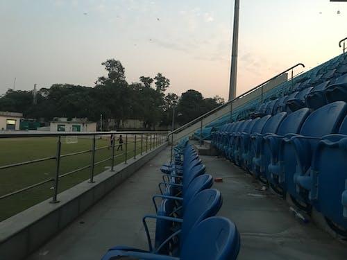 Photos gratuites de bleu, des stands, places, rangées de sièges