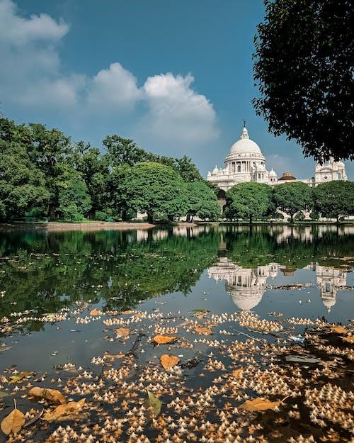 Kostnadsfri bild av arkitektur, blått vatten, reflektion