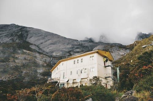 Δωρεάν στοκ φωτογραφιών με αγροτικός, ανάπτυξη, αρχιτεκτονική, βουνό