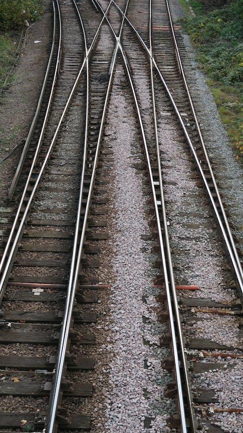 Gratis stockfoto met keuze, lijnen, spleet, spoorlijn